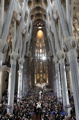 Misa de Consagración de la Sagrada Familia. Benedicto XVI, 7 de noviembre de 2010. AFP PHOTO/ POOL/ JESUS DIGES
