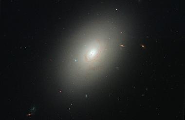 galáxia elíptica NGC 4150