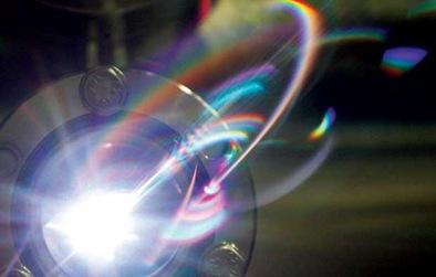 luz síncrotron - elétrons produzem radiação visível, raios X e ultravioleta