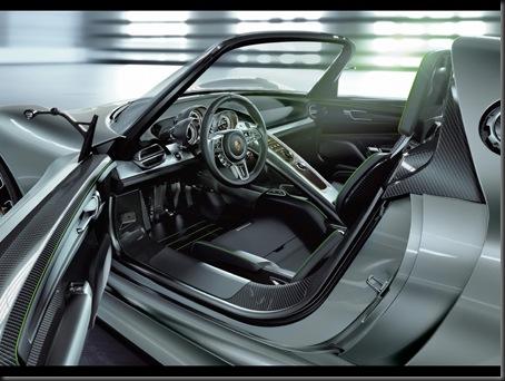2010-Porsche-918-Spyder-Concept-Interior-1280x960
