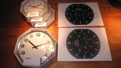 hochaufl sendes foto von einem speedmaster zifferblatt gesucht wanduhr omega watchlounge. Black Bedroom Furniture Sets. Home Design Ideas