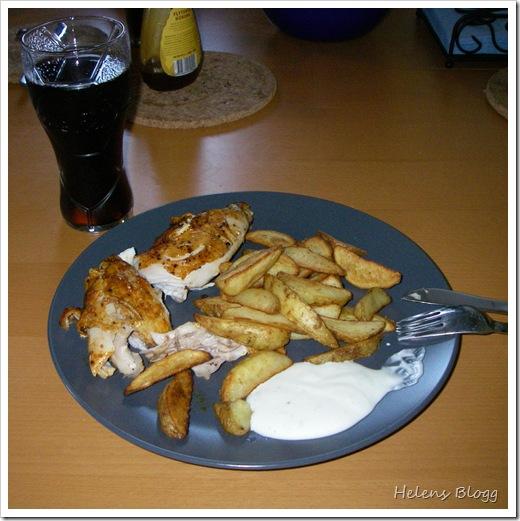 Grillad kyckling, potatisklyftor, limesås och ett glas cola zero