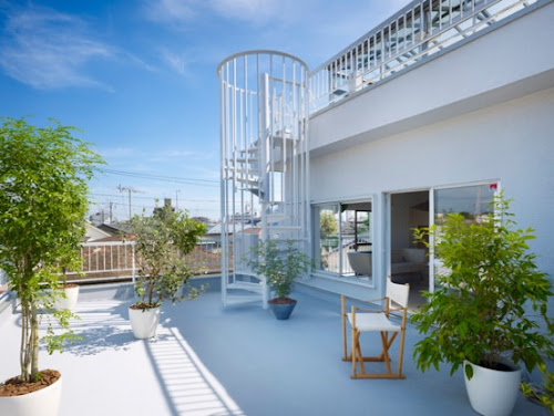 Stunning Japanese House Design with Rooftop Glass Bathroom