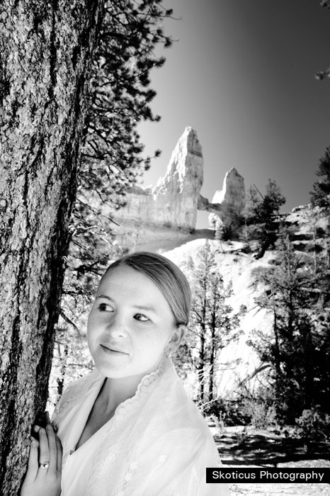 bridal photograph black and white Tower Bridge Bryce Canyon
