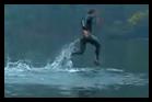 homme qui marche sur l'eau