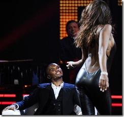 Etoo al Chiambretti Night assiste al sexy spogliarello della modella e showgirl venezuelana Ainett Stephens (Merone - Infophoto)7