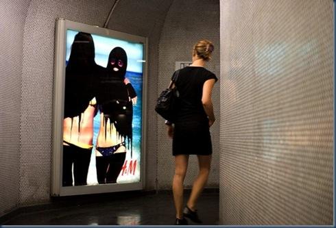 Princess Hijab, l'artista che mette il velo alle pubblicità3