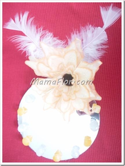 Como decorar un espejo con plumas y muranos para las adolescentes manualidades mamaflor - Como decorar un espejo ...