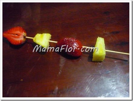 Como hacer brochetas de fruta
