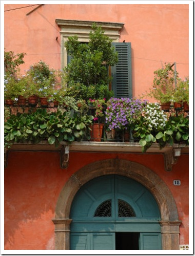 EU16LEN0286-FB~Balcony-Garden-in-Historic-Town-Center-Verona-Italy-Posters