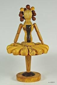Figur 6 - Tänzerin mit plissiertem Rock