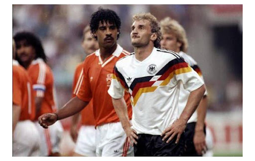 Frank_Rijkaard_left_a_second_before_spitting_at_Rudi_Voller.jpg