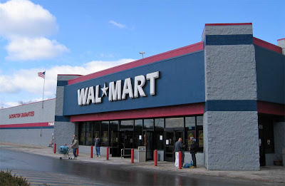 Photograph of a Wal-Mart store exterior in Laredo, Texas