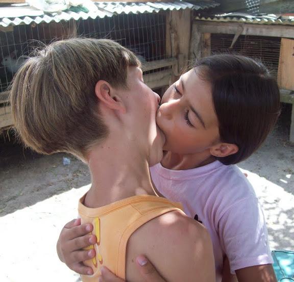 Meninas se beijando gostoso  Girls Kissing