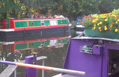 02-colorful-barges.jpg