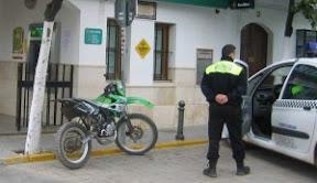 «Los problemas de seguridad de Puerto Serrano requieren que se haga algo». Agente%20de%20la%20Polic%C3%ADa%20Local