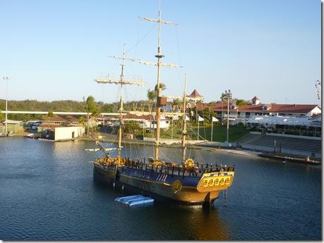 28 seaworld boat