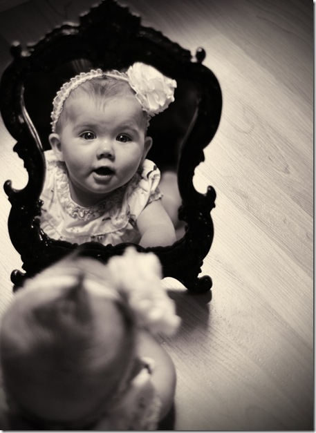 Tess mirror bw