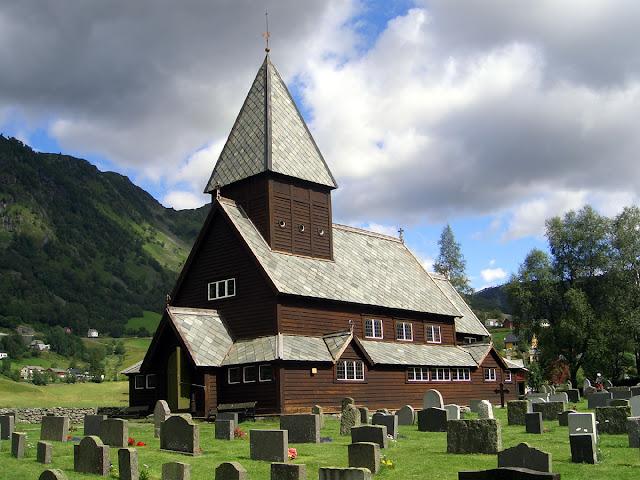 R%C3%B8ldal_Stave_Church.%20Odda-1200