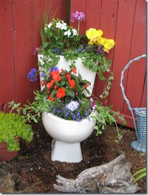 w.Toilet-Planter-2