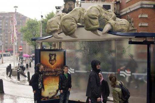 Klauw vernielt tramhokje Leidseplein