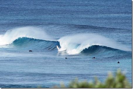 Vento terral batendo forte na onda de Coblestone WA. Foto: Tiago Dias