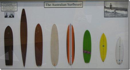 Miniaturas de pranchas australianas em exposição no Surf World Museum. Foto: Tiago Dias
