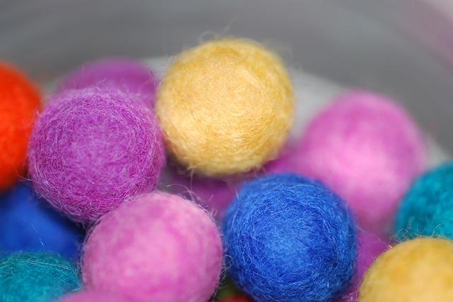Felt balls (2)