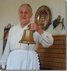 Jorunn med ny kirkeklokke 010910