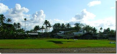 GA 8 Airvan landing at Rumginae