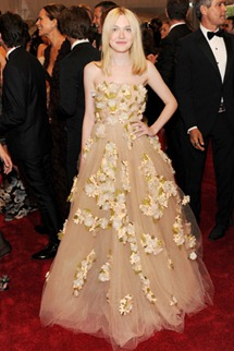 Met gala Dakota Fanning Valentino