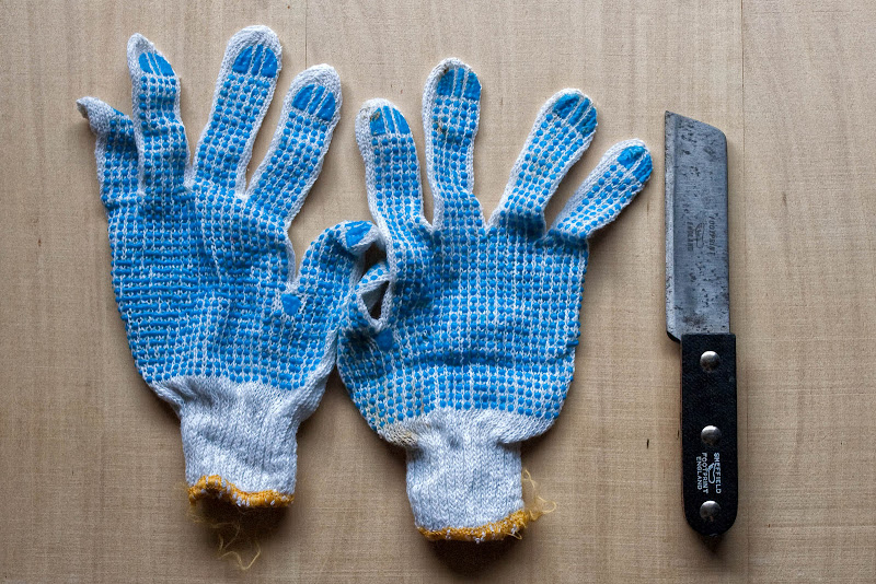 durian knife and protective gloves