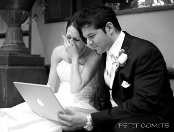 bride-and-groom-watching-their-same-day-wedding-slideshow-04