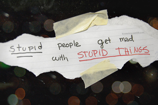 stupidpeoplegewtmadaboutstupidthings