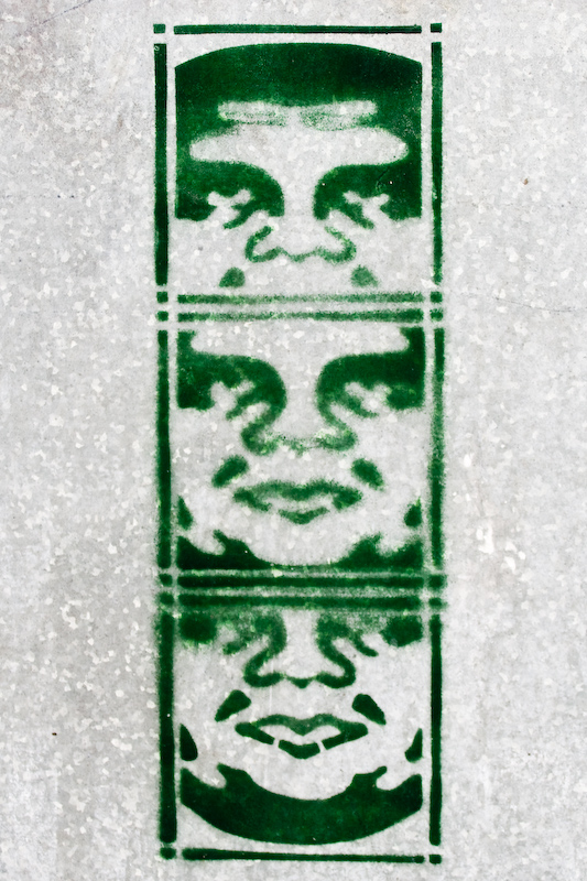 tag vert sur armoire