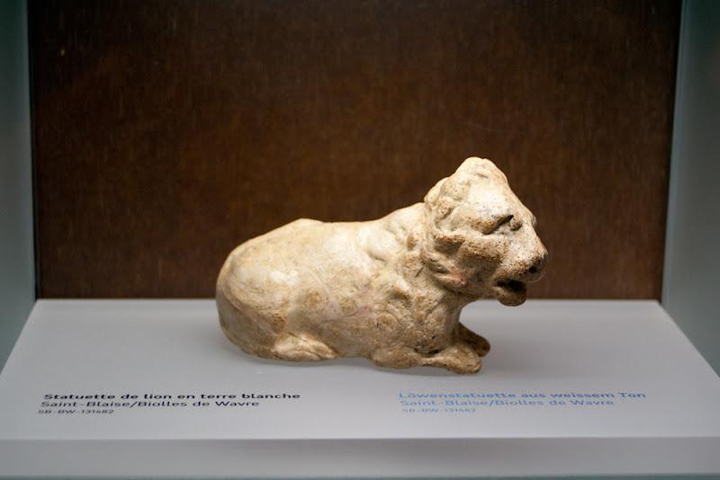 Lion en terre cuite