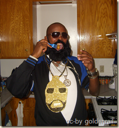 halloween rick ross eating fried chicken