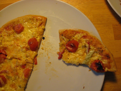 Just a pity I can't show you how the pizza looked underneath...