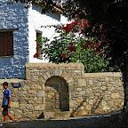 Eski Datça da taş evlerin arasındaki sokaklarda
