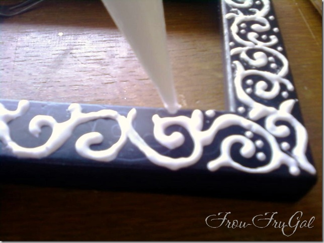 Frou FruGal: Embossing - Piped Method - Piping on Design