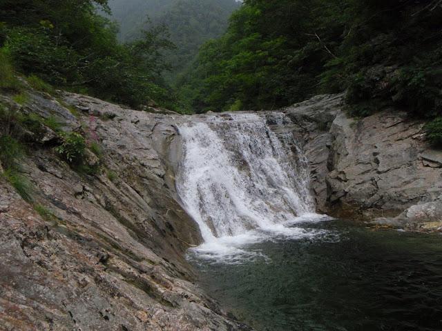 ルートルオマップ川の釜滝