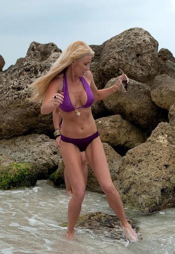 Celebrity Lauren Pope Hot Exposing Bikini Photos