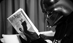 darth-vader-reads-harry-potter
