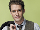 "Matthew Morrison faz performance do single ""Summer Rain"" no programa da Ellen Degeneres"
