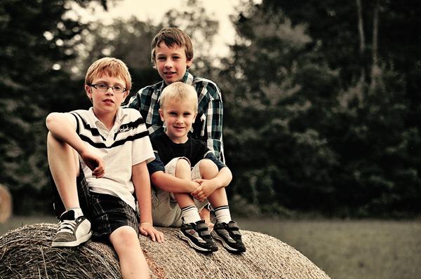 boys on a bale3
