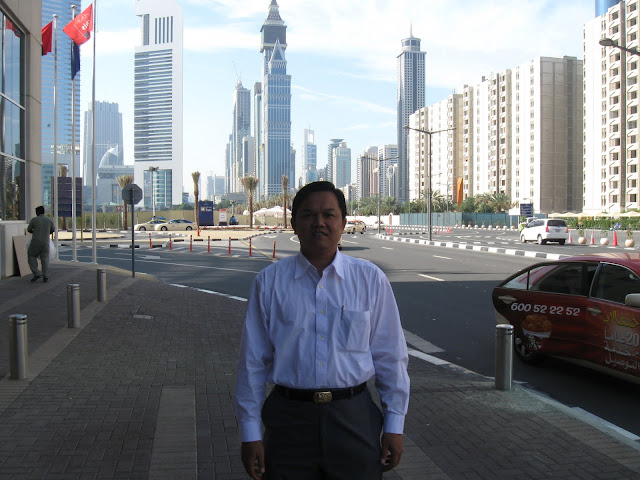 Di depan Hotel IBIS Dubai