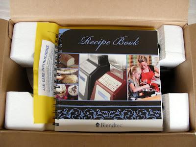 打開紙箱就看到一本 Blender 送的食譜
