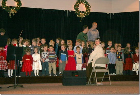 2010-12-19 Kahlen Singing (1)