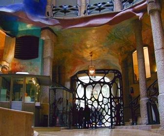 interior-casa-mila-barcelona