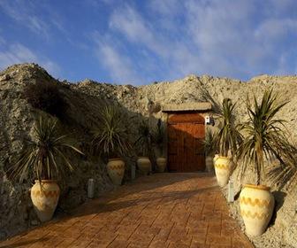 Entrada hotel cueva